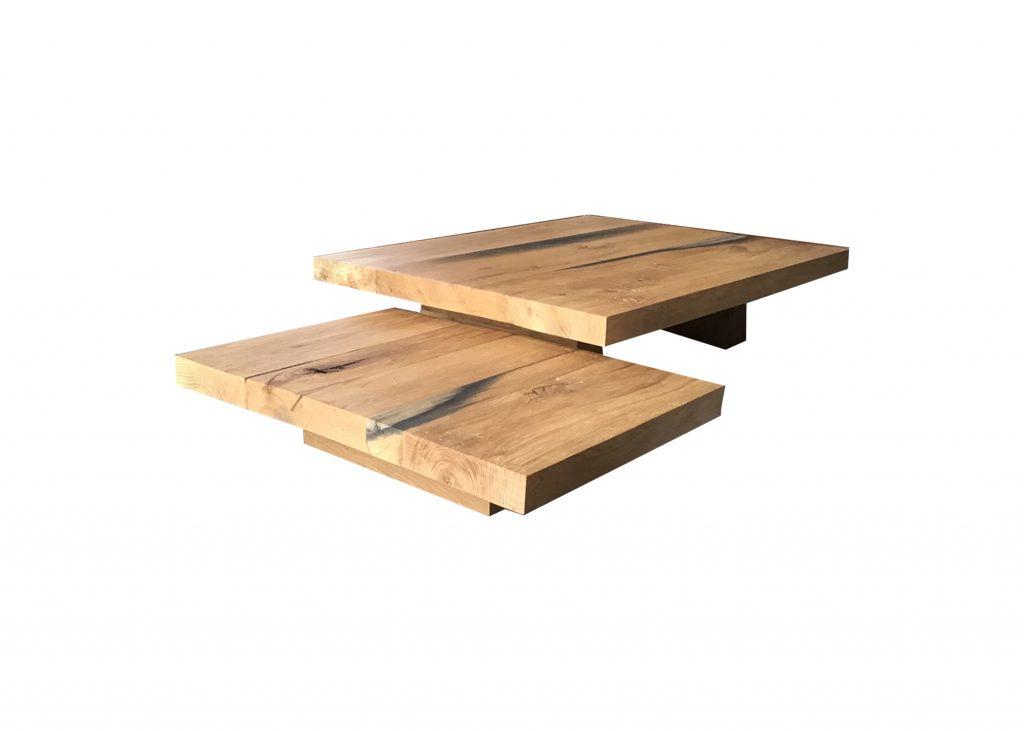 Salontafel in twee delen en op diverse manieren neer te zetten. De salontafel is gemaakt van eiken.