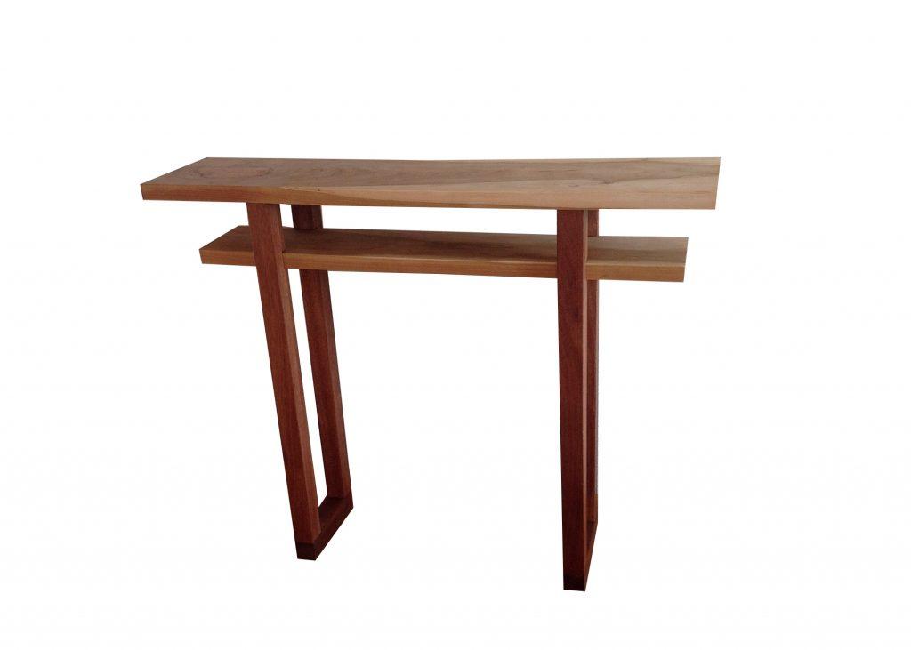 Sidetable gemaakt van kersenhout en mahonie