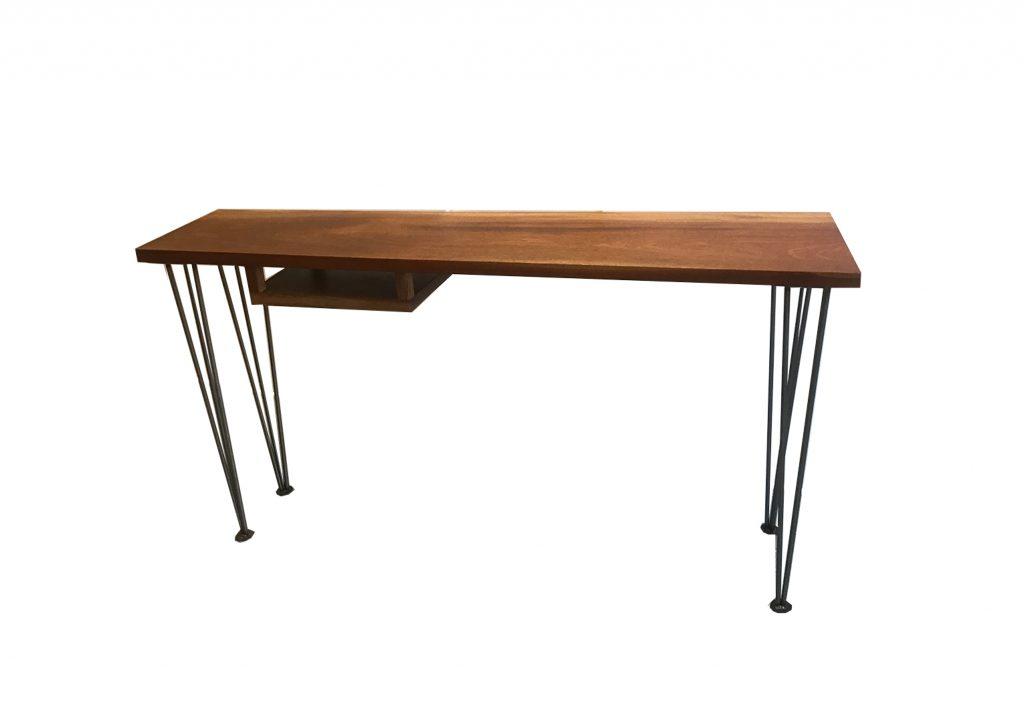 Desk - Sidetable, red cedar met metalen hairpin poten, H 75 x L 1.40 x B 32 cm oplopend naar 42 cm